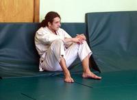 Скромно сидящий в углу человек - мастер спорта по фехтованию, кандидат в мастера спорта по пауэрлифтингу.