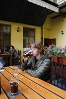 Быть в Чехии и пить кока-колу. Фи...  Это пиво, тёмное!!!